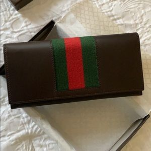Auth. Gucci Wallet Brown Leather bifold . New